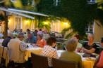 Abendservice auf der Innenhof-Terrasse
