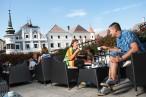 Nachmittagskaffee mit Blick auf den Stadtplatz